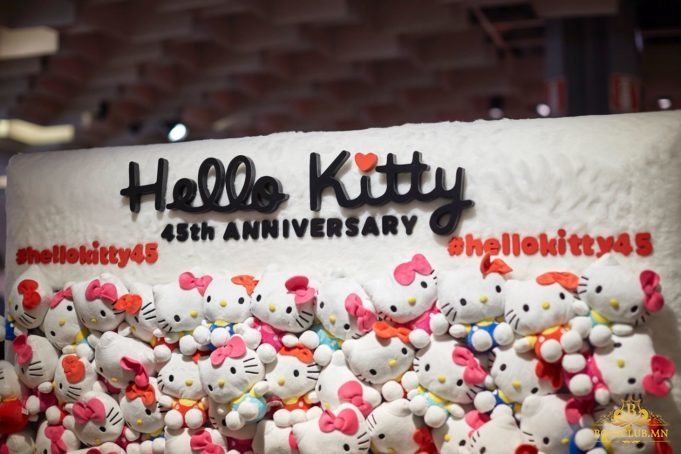 hello-kitty-45th